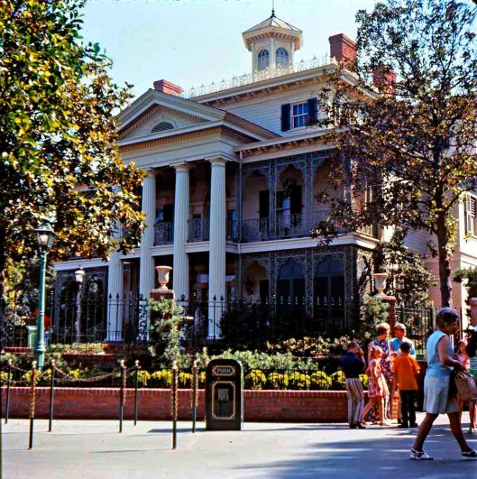 1970-haunted-mansion-gorillas-dont-blog